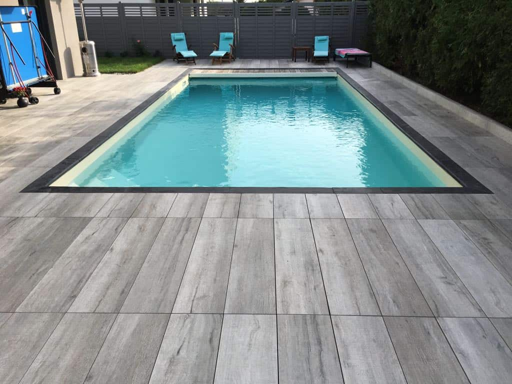 Piscine coque carrelage anthracite